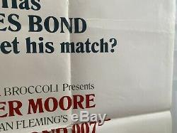 Dangereusement Vôtre Originale Au Royaume-uni Quad Affiche De Film (1985) Blanc Style James Bond